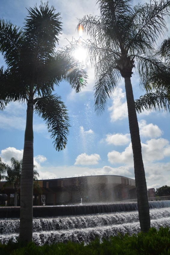 Here's a shot I got of the huge fountain at the hub of EPCOT (you walk around it on your way to the World Showcase. I got the shot when we were at Walt Disney World on Oct. 1, 2016. I've taken many photos of this fountain and the hub area, and the fountain was the second photo I posted on this blog. In that early photo, note the minimalist cutline with no links.